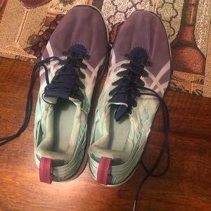 ASICS tennis shoe size 10